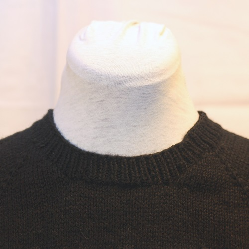 Crew neck detail - front