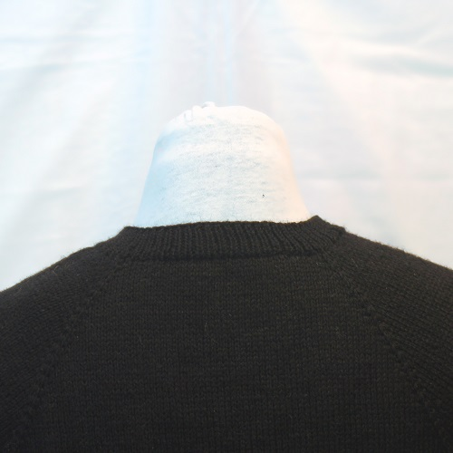 V-neck detail - back